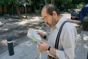 Vladimiro-viendo-mapa