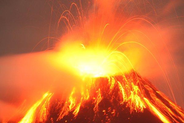 Volcán Tungurahua, 2000.