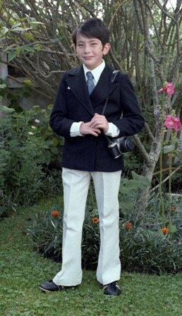 Pablo Corral Vega con su cámara Pentax KX en el día de su primera comunión (15 de mayo de 1976).