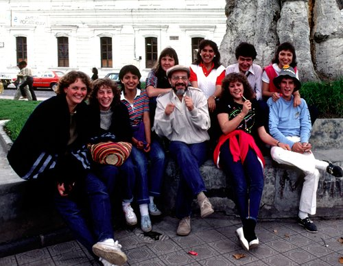 Paseo de quinto curso del colegio Alemán, con Fernando Tinajero. Pablo es el segundo de arriba de derecha a izquierda (1984).