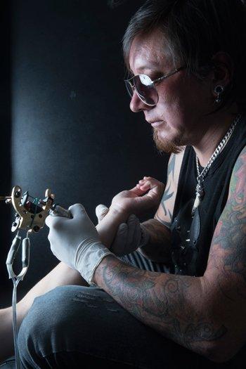 Christian, de Precision Tattoo.