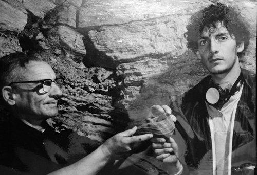 En la cueva de los Tayos con el padre Pedro Porras, en un proyecto del Centro de Investigaciones Arqueológicas, Universidad Católica, 1978.