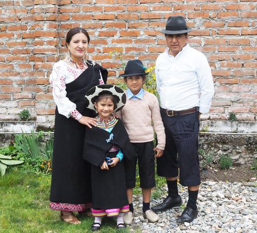 Toa Ortega, Edwin Vacacela y sus hijos.