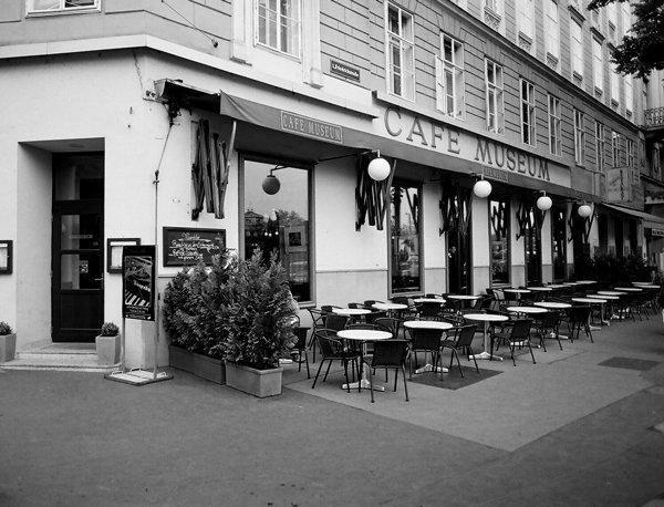 Al Café Museum concurrían Klimt, Schiele, Kokoschka, Wagner y Loos.