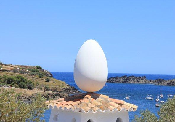 Huevo en Casa-Museo de Portlligat.