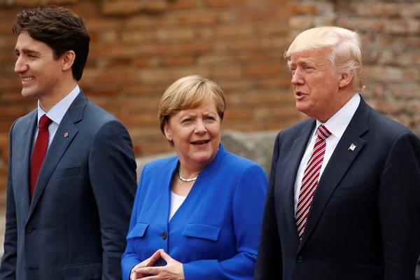 Ángela Merkel, entre Donald Trump y el primer ministro de Canadá, Justin Trudeau, durante la reunión del G7.