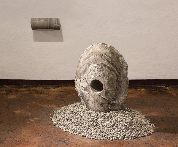 Fósil, almeja petrificada, 60 x 40 x 20 cm, 2016. Foto de Juan Pablo Merchán.