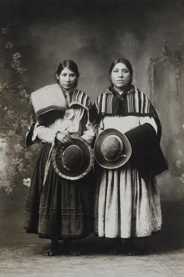 Mujeres indígenas en estudio, Cusco, 1930.