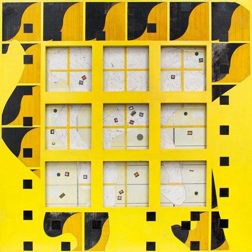 aeiou, Variación en amarillo, mixta sobre tela, madera y metal, 1992.