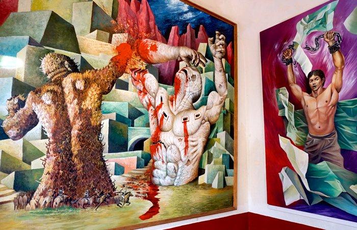 La Revolución fue el tema obligatorio de los muralistas mexicanos, como lo muestran estos grandes cuadros del Museo de la Independencia de Dolores Hidalgo.