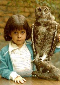 Clásica foto con el búho, cuando estudiaba en el colegio Alemán. Ceremonia de graduación del colegio Menor, Quito, 1997.