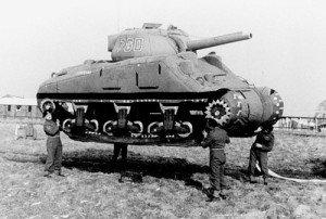 Tanque inflable, representativo de un tanque Sherman M4, fue parte de la Operación Fortaleza.