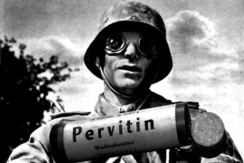 Desde amas de casa hasta soldados empezaron a ingerir Pervitin, que provocaba euforia, quitaba el sueño y, por ende, la gente lo usaba para rendir mejor.