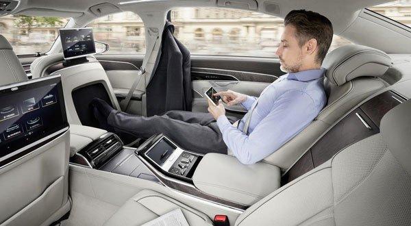 Masajeador de pies en el Audi A8.