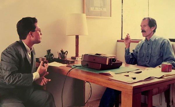 Entrevistando a Julio Ramón Ribeyro en Lima, 1993.