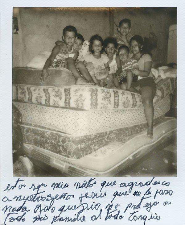 Polaroid de la serie y libro Siete punto ocho de Misha Vallejo & Isadora Romero. Manta, abril de 2016.