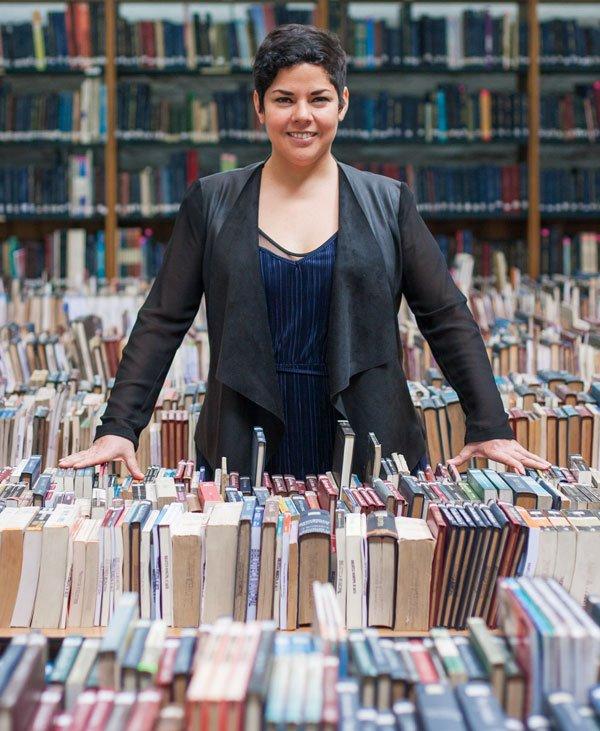 Ampuero dirige el Plan Nacional del Libro y la Lectura, para llevar los libros a quienes piensa que más los necesitan.