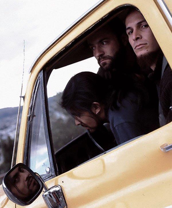 3. Sal y Mileto abordó el rock progresivo y experimental. En la foto se puede ver a Franco, Igor y Paúl, un power trío. En 2003 presentaron su tercer material discográfico, Tres; dos días des¬pués, Paúl Segovia falleció y el rumbo de la banda cambió para siempre.