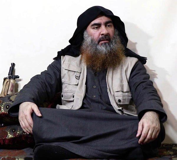 """Al-Baghdadi se convirtió en la cara de la yihad en 2014, cuando se paró en el púlpito de la Gran Mezquita en Mosul, anunciando la creación del califato y él asumiendo como """"califa""""."""